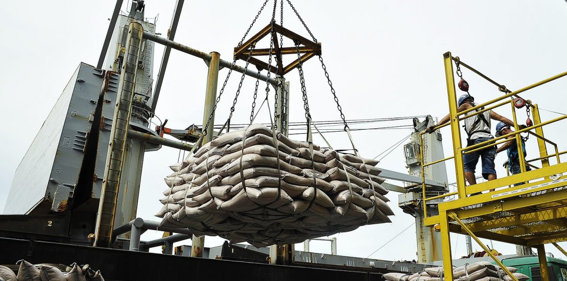 ganchos para amarração de carga
